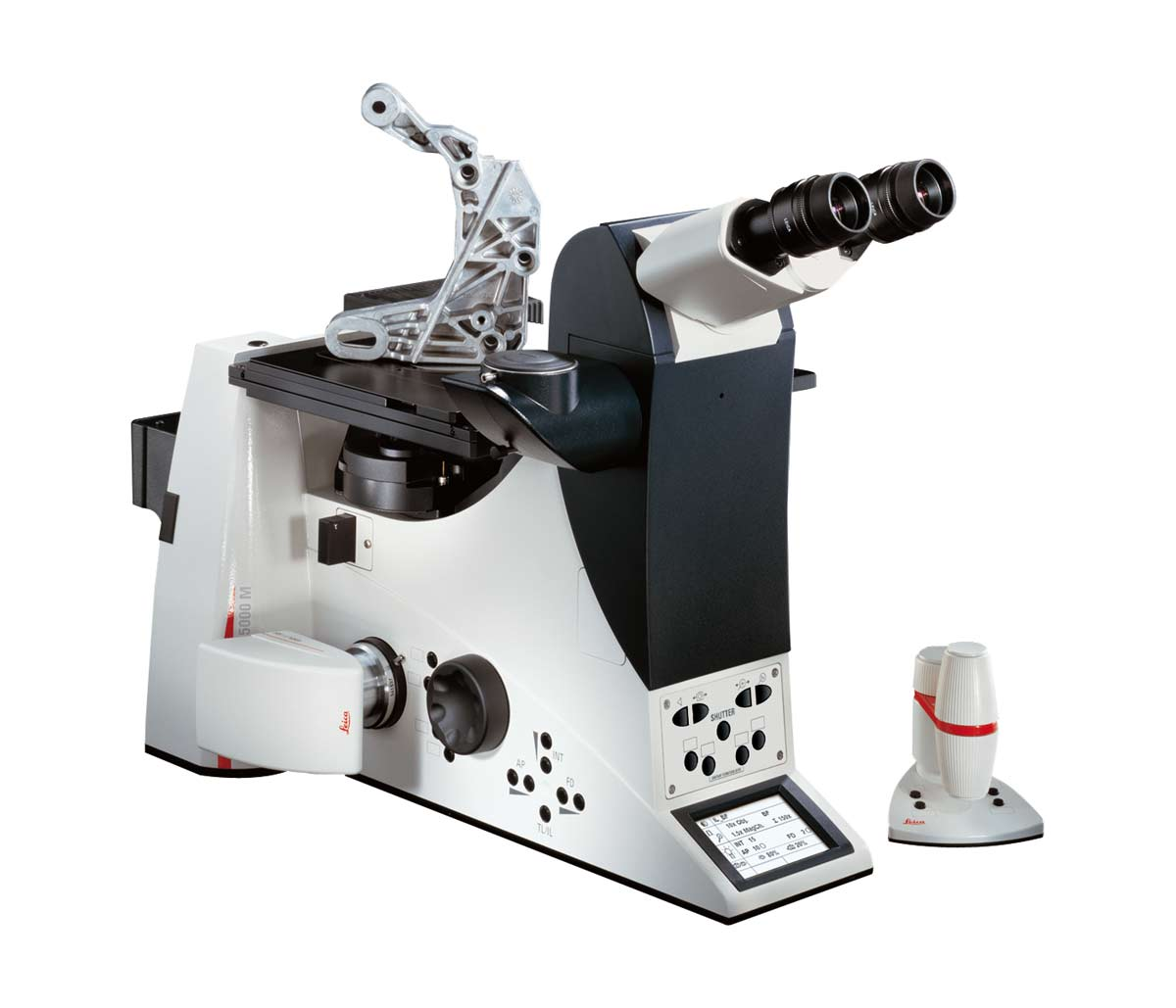 The complete Leica DMI5000 system, including microscope, camera, and software, provides a seamless, harmonious solution for materials testing and quality control.